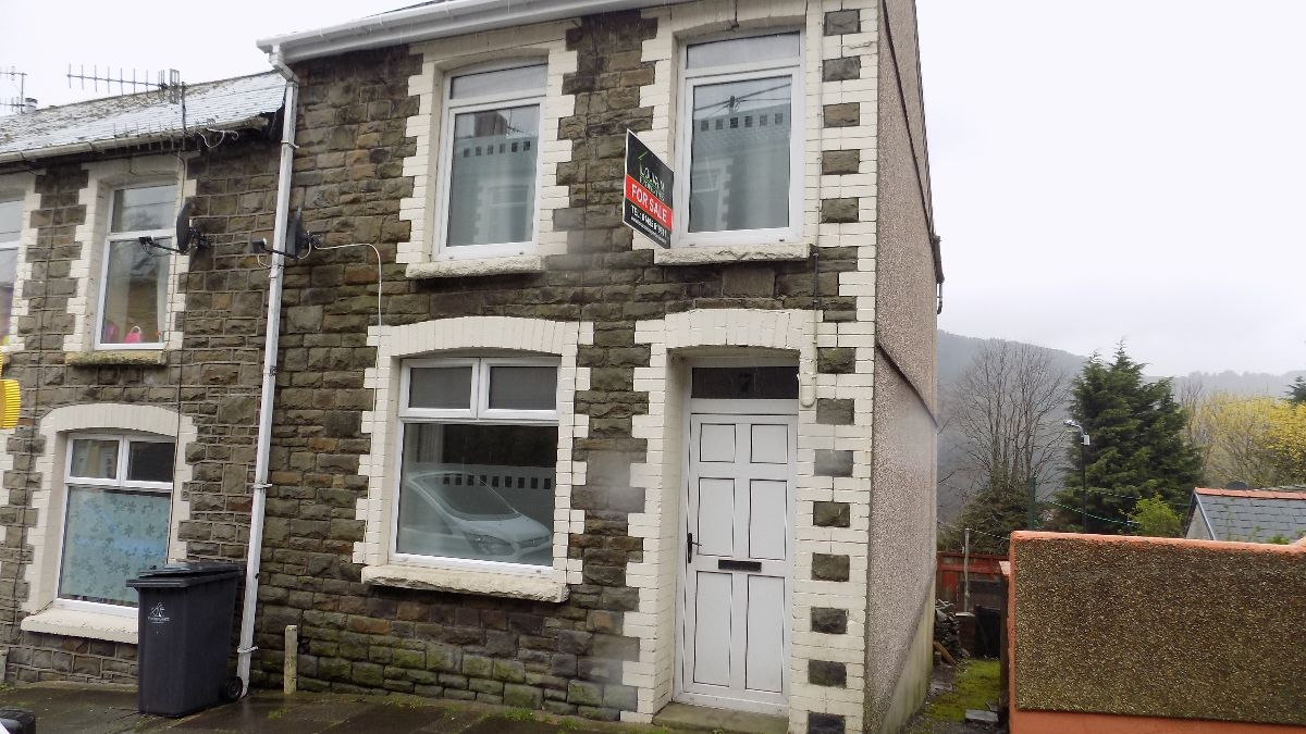 Rhiw Parc Road, Abertillery. NP13 1BS.