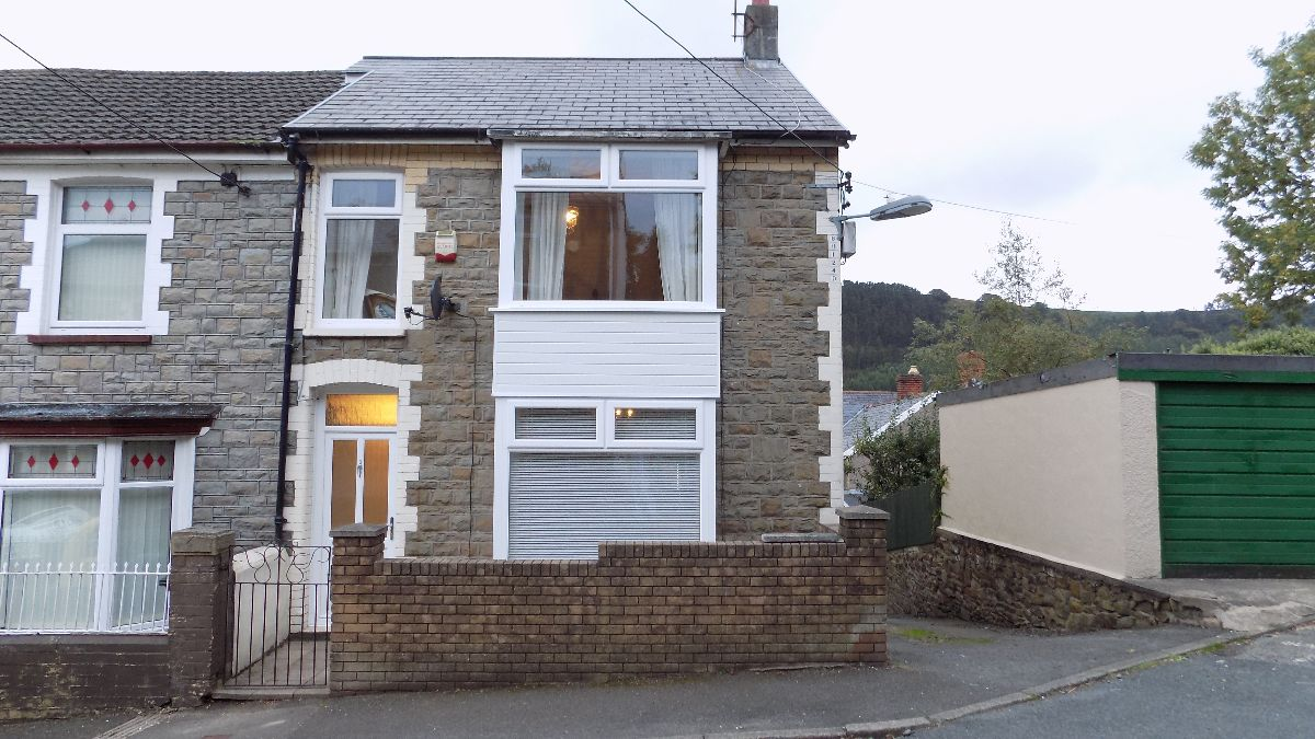 Grosvenor Road, Abertillery. NP131PA.
